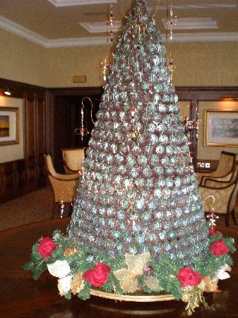 Lough Erne Resort: Garden Room Xmas Tree Made From REAL CHOCOLATE !