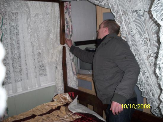The Hounddog Hotel: wayne tidying the room on our last day