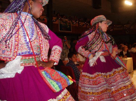 Brisas del Titicaca: Vestimenta impecable!