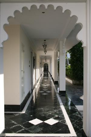 Taj Lake Palace Udaipur: The coridoor to our room