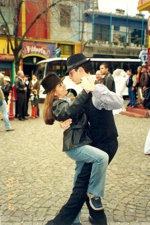 Argentina: No podia faltar un tango en el Caminito
