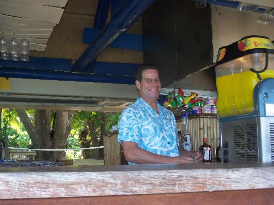 Malolo Island Resort: Ask for a fruit tingle... the kids will love it!