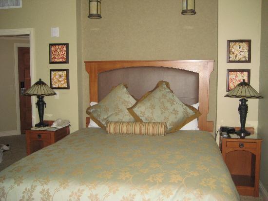 Avila Village Inn: standard king room