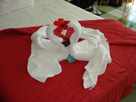 Art de serviette avec en prime mes élastiques comme déco j'ai trouvé cela rigolo ;)