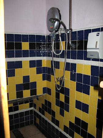 Hamin Lodge: public bathroom