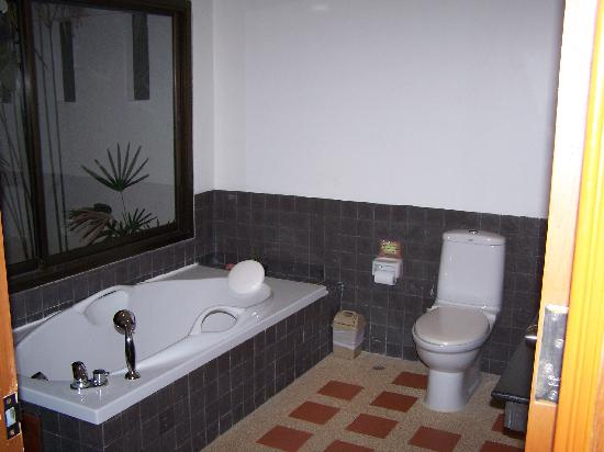 The Kib Resort & Spa: Bathroom