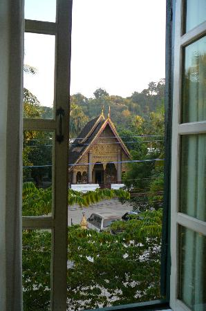 Sayo River Guest House: Wat Xieng Mouane across the street