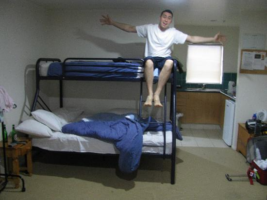 Bay Adventurer: Bunk beds in private apt