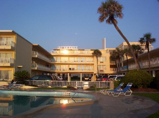 Days Inn Ormond Beach Mainsail Oceanfront: The Main Sail Inn & Suites