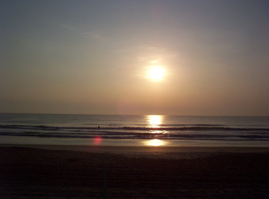 Days Inn Ormond Beach Mainsail Oceanfront: Sunrise in Ormond Beach