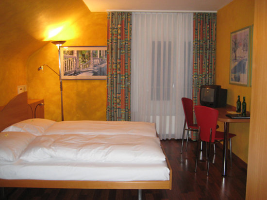 Hotel California: bedroom