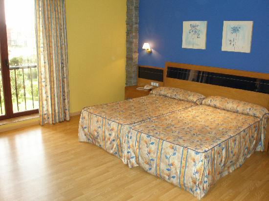 Misma habitaci n ba era hidromasaje fotograf a de hotel for Precio habitacion hotel