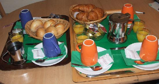 Hotel Central: delicious bkfast served in rm- hot choc, coffee, bread, jams, butter, OJ
