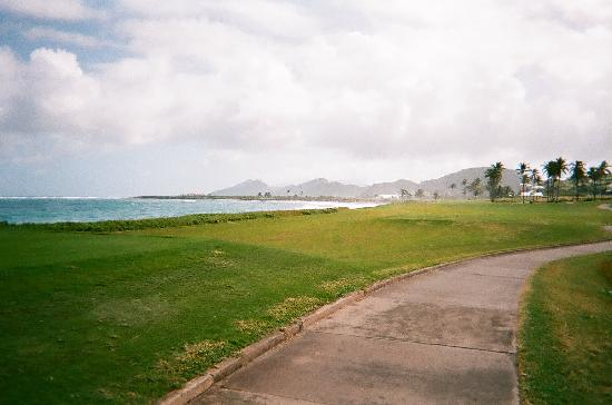 Royal St. Kitts Golf Club: Along a black sand beach