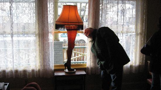 Рождество дома секс, девушки надевают белый страпон фото
