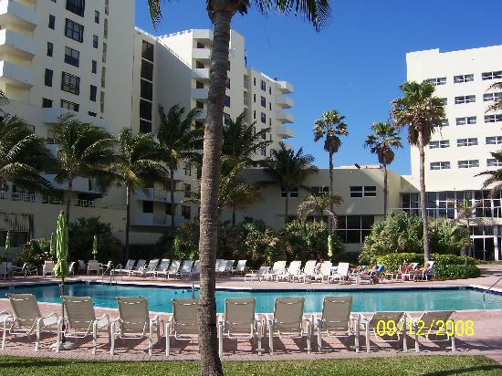 Holiday Inn Miami Beach : View of pool and hotel