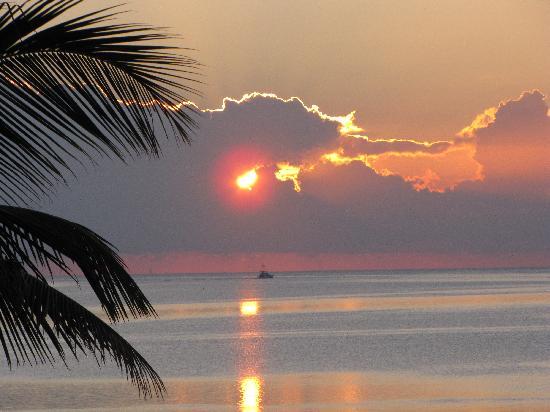 Chesapeake Beach Resort: sunrise from our room