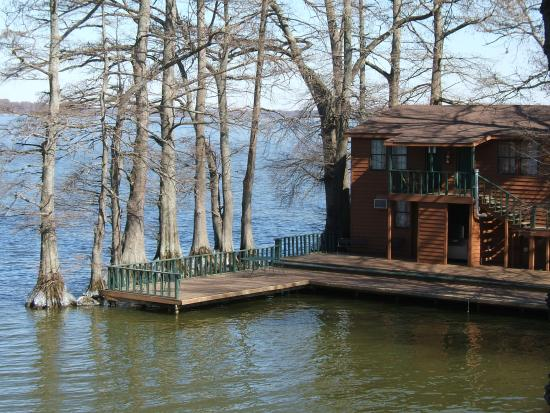 Hornbeak, TN: The big cabin by the lake