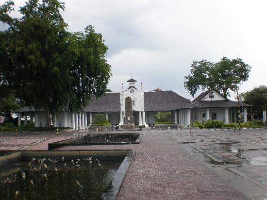 Telang Usan Hotel Kuching : Courthouse in Kuching