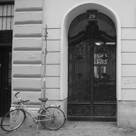 Stadtnest Bed & Breakfast and Apartment: Street entrance