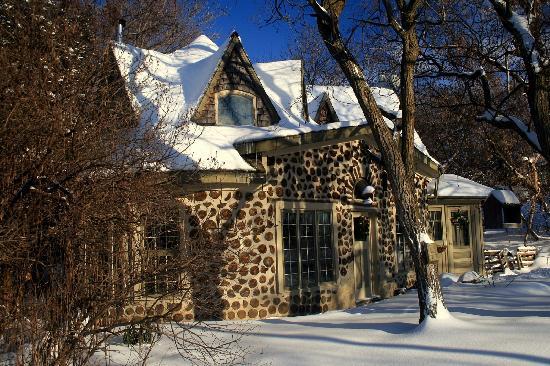 Almonte Village: A Pretty Stone Cottage at Appleton