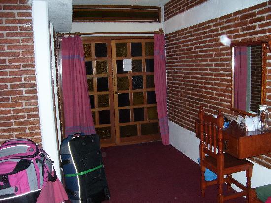 Meson Del Rey Hotel S.a. De C.v.: Entrance to room