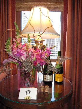 Flowers from Brown Palace Flower Shop - Picture of The Brown Palace Hotel and Spa, Autograph ...