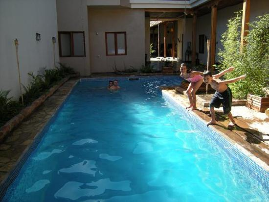 Hotel con Corazon: Pool and Lounge