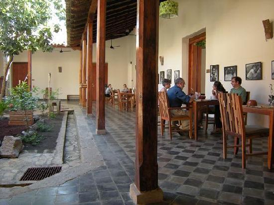 Hotel con Corazon: Breakfast in the Courtyard