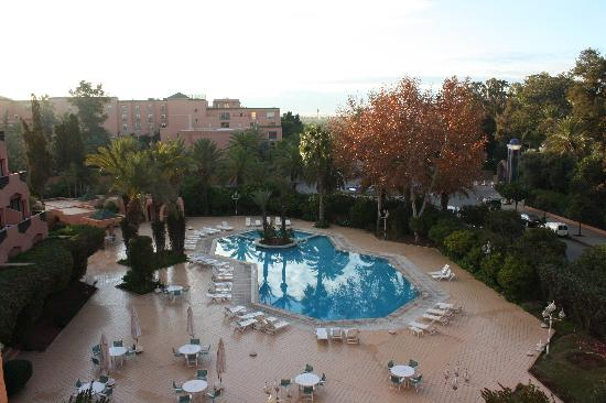 Imperial Borj Hotel: Vue sur la piscine.