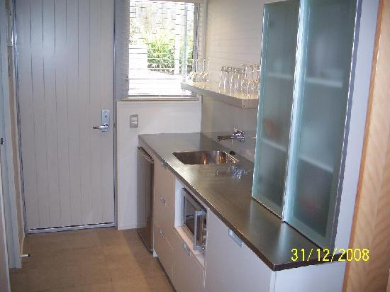 Bluestone on George: Kitchenette, mini bar, fridge, washing machine etc.