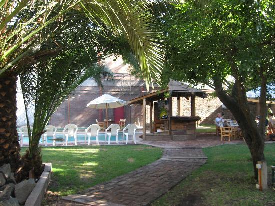 La Casa Roja Hostel: La Casa Roja - garden