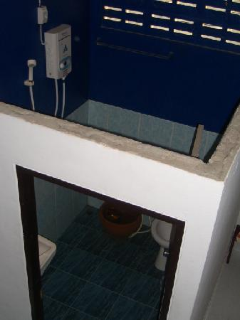 Time For Lime Bungalows: Bathroom - Bedroom