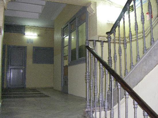 Hostal Orleans: atrio del palazzo