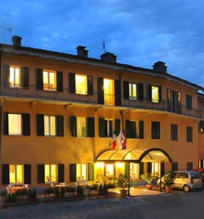 Hotel Villa San Maurizio : posizione eccezionale, pace e serenità a due passi dal centro di Pinerolo, inestimabile!