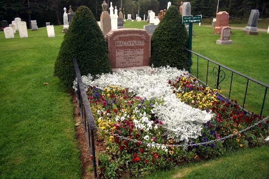 Cavendish Cemetery : Grave of L. M. Montgomery