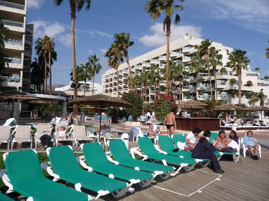 U Suites Eilat: L'hotel, la piscine et les planches