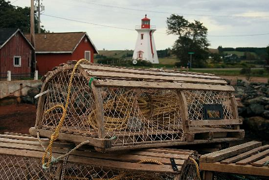 Victoria, Kanada: Lobster Traps with Lighthouse