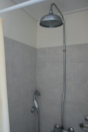 Chateau Golf des Sept Tours: turret - shower