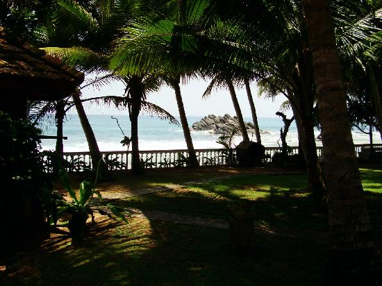 Rockside Cabanas Hotel: View of beach from the cabana