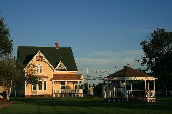 Prince Edward Island, Kanada: Gingerbread House and Gazebo in Miscouche