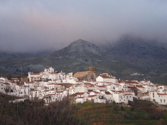 Hotel Los Castanos: Cartajima (Los Castonos is to right of church)