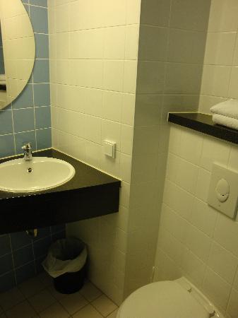 B&B Hotel Frankfurt-Hahn Airport: il bagno