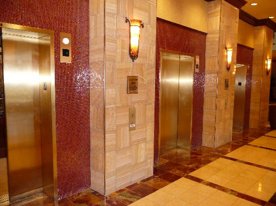 Embassy Suites by Hilton Charlotte - Concord / Golf  Resort & Spa: Elevators