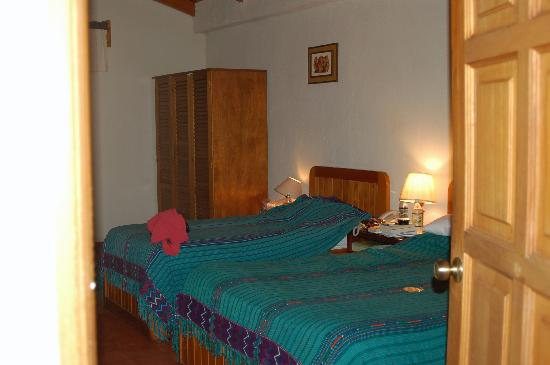 Hotel Dos Mundos: Our room again