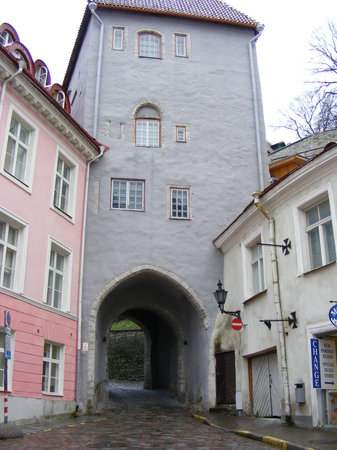 Tallin, Estonia: Gatetower