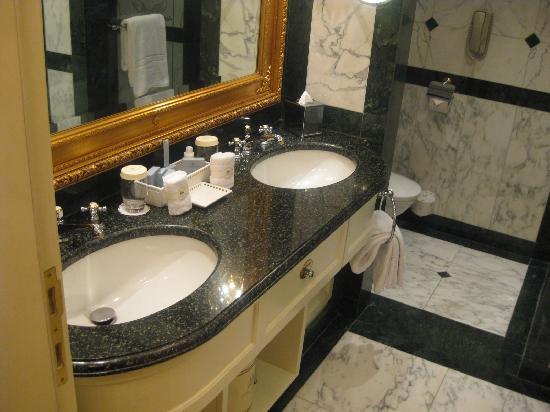 Hotel Imperial Vienna: Bath room