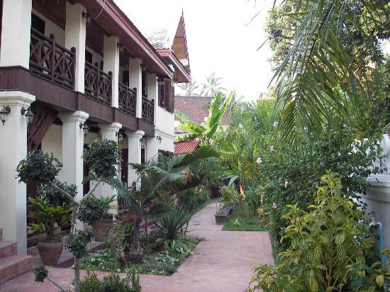Villa Saykham: rooms and garden