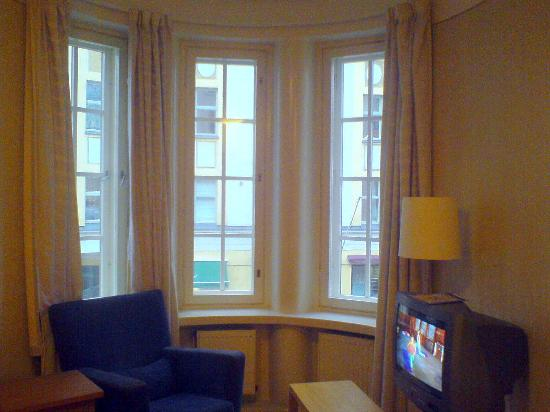 Hellsten Helsinki Parliament: window