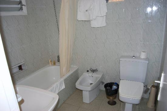 La Carabela Apartments: bathroom
